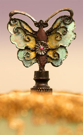 Chinese Victorian Lampshade Finial Detail